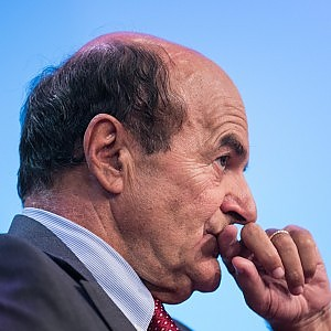 """Lavoro, è scontro nel Pd. Bersani a governo: """"Intenzioni surreali"""". Poletti: no modifiche"""