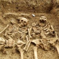 Gb, mano nella mano per 700 anni: gli amanti ritrovati
