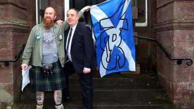 """La Scozia al bivio, 5 milioni alle urne   Duello  all'ultimo voto: """"Giovani decisivi"""""""