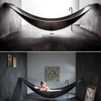 Dalla vasca-amaca al tappeto di prato: il design entra in bagno