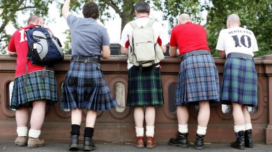 """La Scozia al bivio, 5 milioni alle urne   foto     Duello  all'ultimo voto: """"Giovani decisivi"""""""