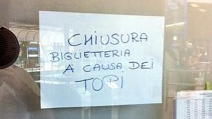 """Treni, stazione sulla Roma Lido """"Biglietteria chiusa per topi"""""""