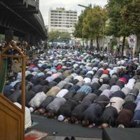 Germania, musulmani moderati contro l'IS: la protesta è una preghiera