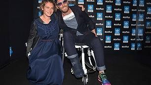 Lapo non rinuncia alla moda alle sfilate in sedia a rotelle