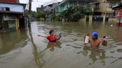 Tempesta e allagamenti nelle Filippine oltre 200mila evacuati -   video