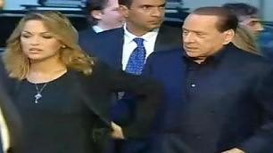 """Silvio e Francesca allo stadio Ma la Pascale """"si smarca""""  video"""
