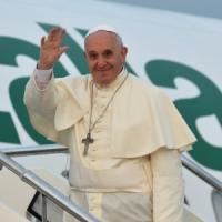 """Papa Francesco in Albania: """"Sacrilegio uccidere in nome di Dio"""""""