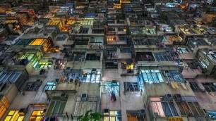 """""""Ammassati"""": la densità umana della metropoli è da capogiro"""