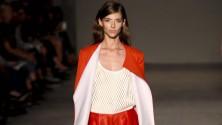 Poliuretano, reti, rame: la moda ibrida di Colangelo