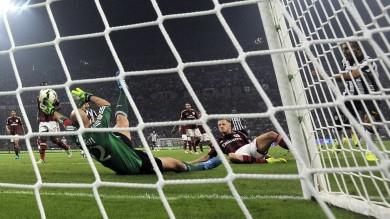 Ancora Tevez  1-0 in casa Milan E' festa Juve   gol