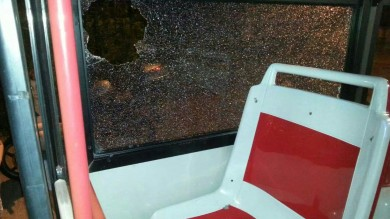 Roma, assalto all'autobus e minacce -   foto   alla giovane autista: donna sotto shock