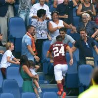 Florenzi segna e corre dalla nonna in tribuna: fotosequenza