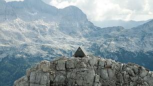 Dormire gratis a 2500 metri   il rifugio sulle Alpi Giulie