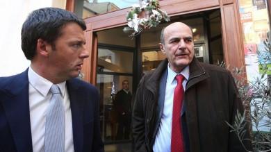 """Pd, scontro totale. Renzi alla minoranza   vd   """"Con me cascano male"""". Bersani replica """"Ci rispetti, come fa con Silvio e Verdini"""""""