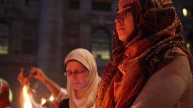 """Milano, islamici in piazza contro l'Is """"Basta con la cultura dell'odio"""" -   foto"""