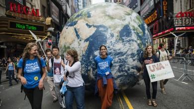 Un milione in piazza per salvare il clima   Foto   -  DiCaprio testimonial    Video