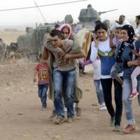 In fuga dall'Is: assalto dei profughi curdi alla Turchia