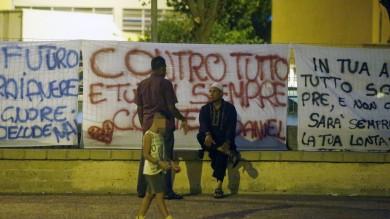 Uccise pachistano a calci e pugni      video      a Roma sit-in per il 17enne arrestato