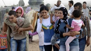 Is, emergenza profughi curdi in Turchia  in tre giorni accolti 130mila    foto      - video