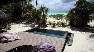 L'isola da sogno di Brando  diventa un resort di lusso