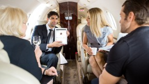 Quei social solo per ricchi dove conoscersi è un lusso