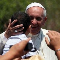 """Papa: """"Anche Chiesa superi diffidenza verso migranti"""". E rafforza donne nella commissione..."""