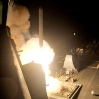 Is, offensiva Usa: il lancio dei missili dalla portaerei