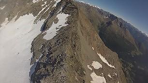 Volo in elicottero sulle Alpi dove i ghiacciai si sciolgono