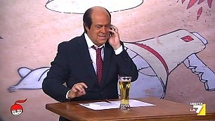 """Crozza fa Bersani e canta """"Siamo figli dello stallo"""""""