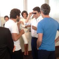Renzi prova i Google Glass con l'aiuto di Sergei Brin e Larry Page