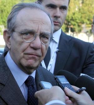 """Padoan: """"La priorità dell'Italia non è ridurre il deficit, tagliare il debito sarà difficile"""""""