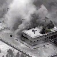"""In Siria seconda nottata di raid contro Is. Obama: """"Sventato un attentato negli Usa"""""""