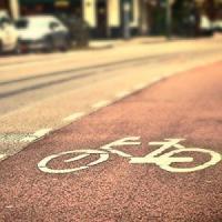 La bici vince sull'auto. Ma servono sicurezza e tutele per chi pedala