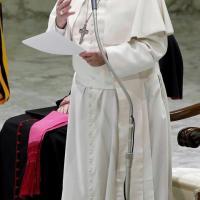 """Ebola, il Papa: """"Non venga meno il necessario aiuto della comunità internazionale"""""""