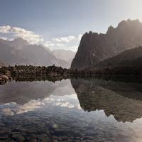 In tenda tra le vette del Tagikistan: il panorama è mozzafiato