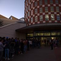 Code e follie, in Italia è l'iPhone Day