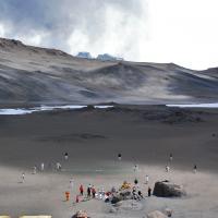 Inseguendo il record: giocare a cricket nel cratere del Kilimangiaro