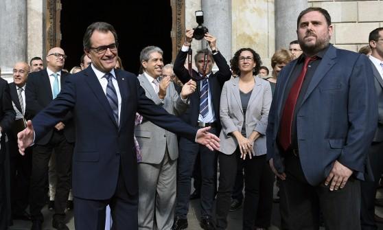 """Catalogna sfida Madrid: 9 novembre referendum su indipendenza. Artur Mas: """"Chiediamo di trattare"""""""