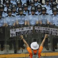 Cariche in piazza e studenti arrestati: su Hong Kong incubo Tienanmen