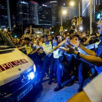 Hong Kong, i giovani sfidano Pechino: vogliono elezioni libere