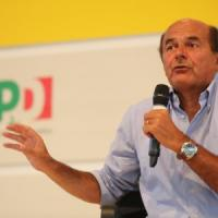 "Bersani: ""No smottamenti a destra"". E l'opposizione Pd assedia Renzi"