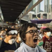 """Hong Kong, lacrimogeni sulla protesta. Pechino: """"Non tolleriamo comportamenti illegali"""""""
