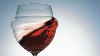 """Vino, addio al """"sapore di tappo""""  c'è un brevetto made in Italy"""