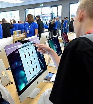 """La Ue contro Apple, elusione fiscale aiutata da Dublino: """"Multa miliardaria"""""""