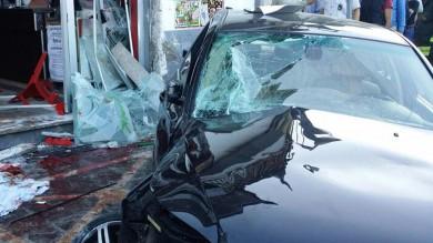 Piomba con l'auto  sul bar: quattro morti   L'accusa  è di  omicidio volontario  -   foto