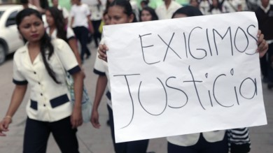 Messico: dopo protesta repressa   foto   dalla polizia, scomparsi 57 studenti   video