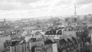 """Grigi, bombati e romantici: """"I tetti di Parigi patrimonio dell'Unesco""""    Leggi l'articolo    di Anais Ginori"""