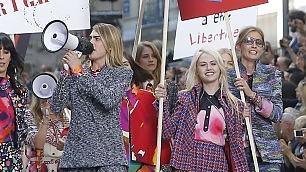 Chanel, sfila il '68 femminista