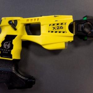 Pistola elettrica per la polizia, primo sì in Commissione