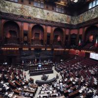 Costi politica, da Camera e Senato l'ok per il taglio degli stipendi dei dipendenti